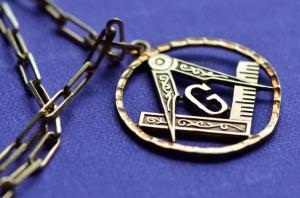 Antique Masonic pendant in gold