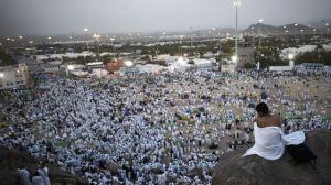 des-fideles-musulmans-se-regroupent-sur-le-mont-aratat-lors-du-pelerinage-de-la-mecque-le-23-septembre-2015-en-arabie-saoudite_5420927